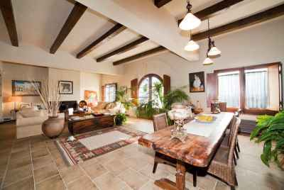 Country estate with sea view in resort town of Alella